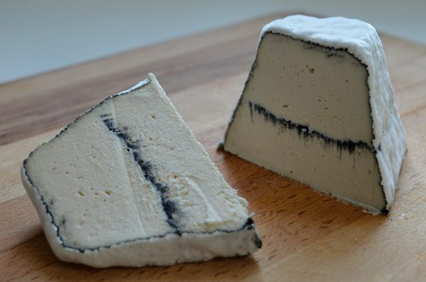 Almond cheese with activated vegetable ash